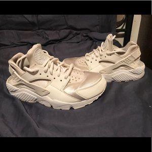 White Nike huaraches size 8.5